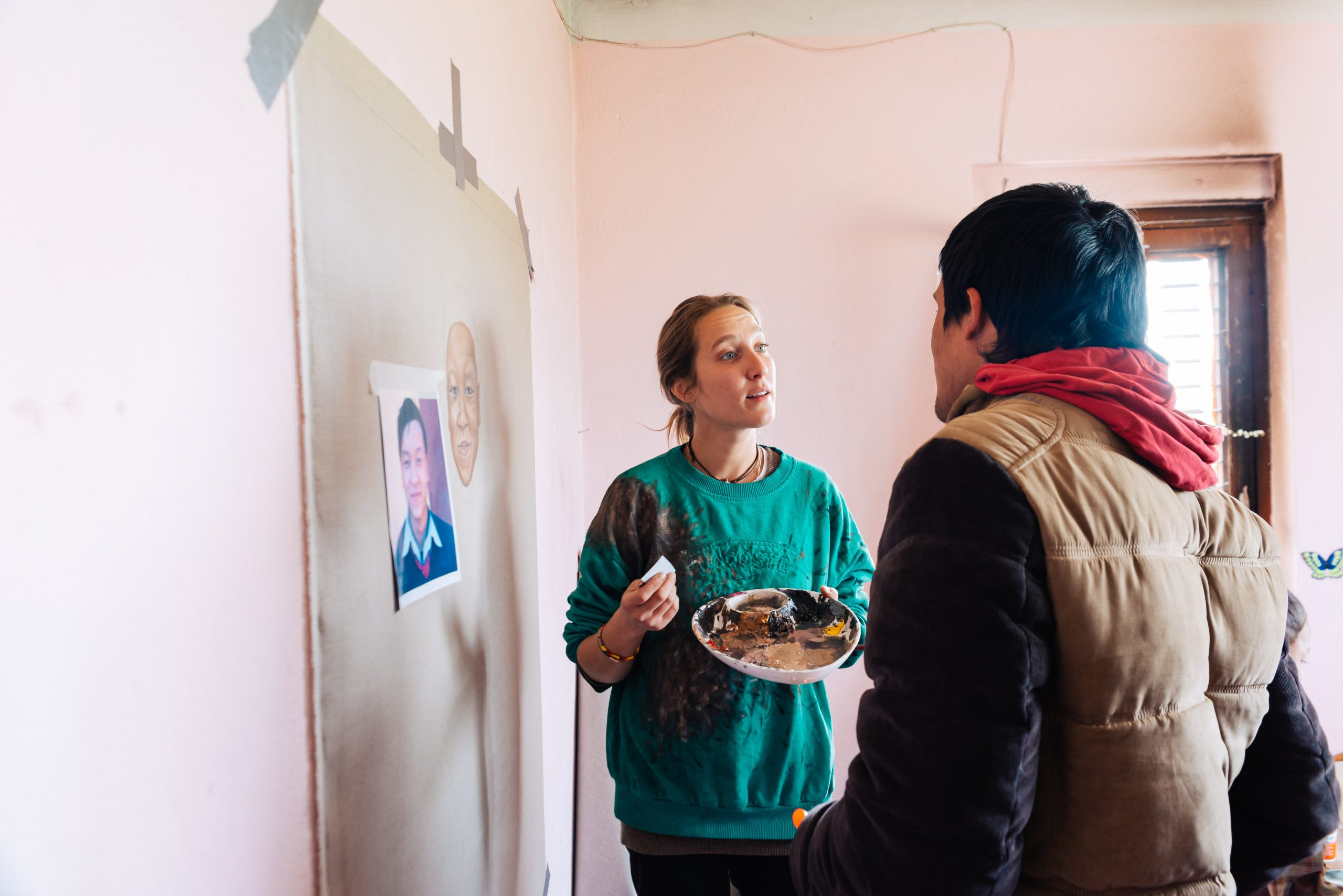 Sie portraitiert Kinder, um ihnen zu helfen.